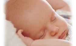 Un simple masaje mejoraría la calidad del sueño y aliviaría el llanto en bebes