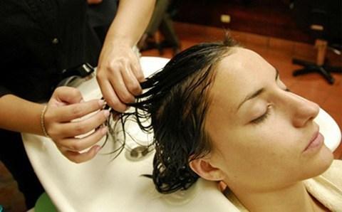 cuidados para el cabello para suplemento de compras del 03 de julio 2007/ peinados, lavados de cabello, tratamientos para el cabello, etc/ Salon de belleza ubicado en el Hotel Marriott/ miercoles 20 de junio 2007/ Fotos Albert Marin y texto de Gustavo Sanchez.