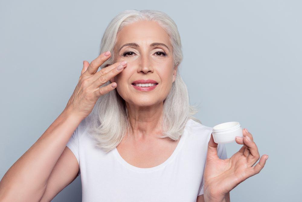 Cómo debe ser la rutina de cuidado de la piel a los 60 años